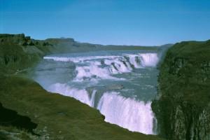 isl2002_5_09_Verso_Reykjavik_Cascate