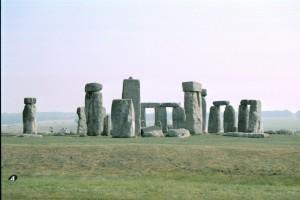 crn2003_101_stonehenge1