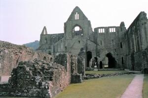 crn2003_112_tintern_abbey1