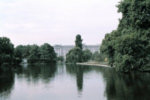 crn2003_205_london_buckingam_palace