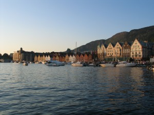 hrt2004_0489_bergen_briggen_tramonto