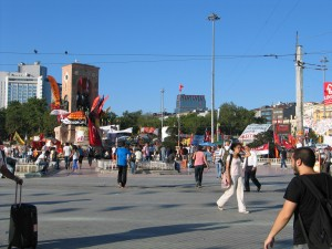 IMG_002_Istanbul_Piazza_Taksim