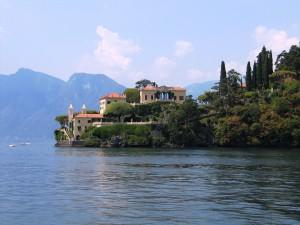 Lago_di_Como_Punta_Balbianello_2010